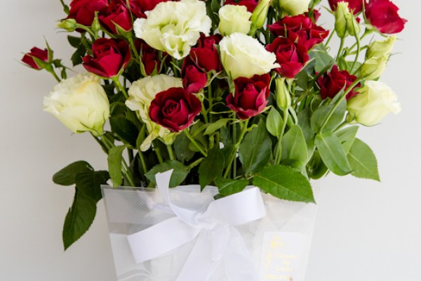 https://www.holycrossfunerals.com.au/send-flowers/send-flowers-roses/